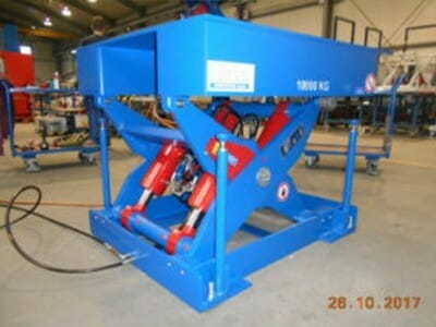 Photo Plant lifting table in blue