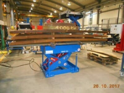 Photo Plant lifting table with cargo