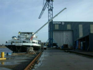 Cranes for inland vessels
