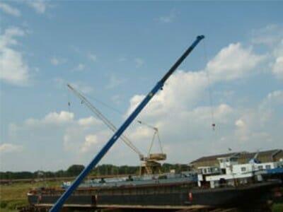 Figure Barge crane in blue