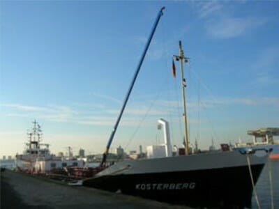 Figure Crane for barge lifted up