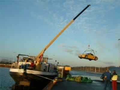 Figure Barge crane with car