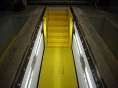 Foto Het opheffen van treden in geel