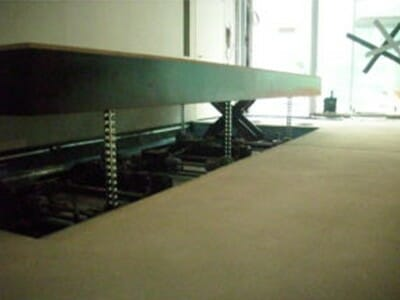 Illustration of mechanically driven lifting table extended