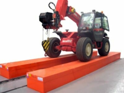 Photo Vehicle lifting platform in red