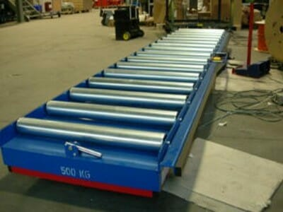 Photo Lifting table with conveyor technology in blue