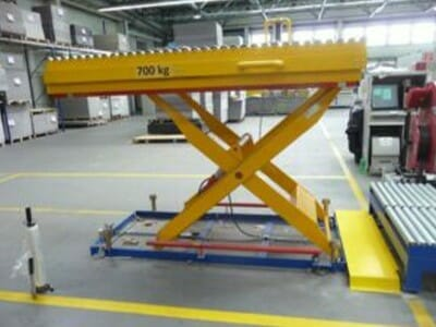 Photo Lifting table extended with conveyor technology