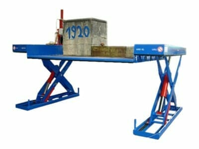 Figure Scissor lifting table extended