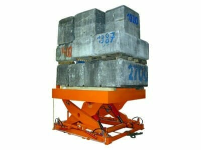 Figure Scissor lifting table with concrete weights