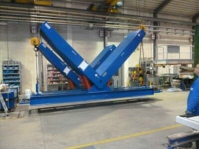 Figure Hydraulic tilting tables in blue