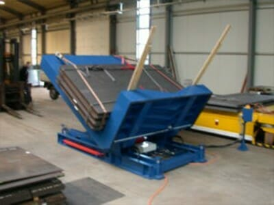 Figure Hydraulic tilting tables with cargo