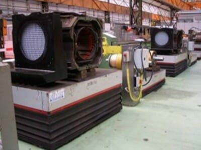 Lifting tables for the refurbishment of railway motors