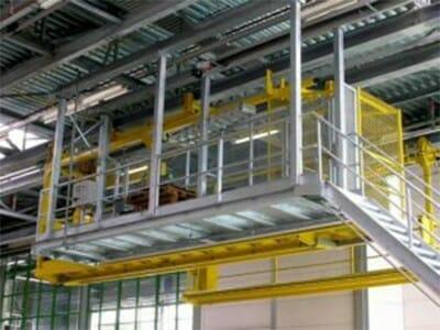 Mobile Dacharbeitsbühne am stationären Aufstieg