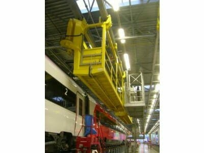 Mobile Dacharbeitsbühne in Arbeitsposition
