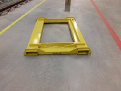 Wheel set change pallet for transport by forklift