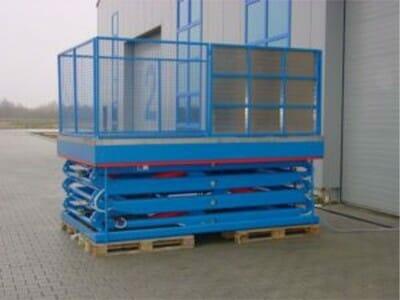 Figure Stationary work platform in blue