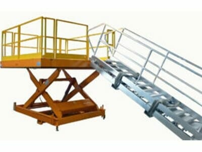 Figure Stationary work platform with ramp
