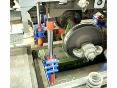 Hydraulic car body support