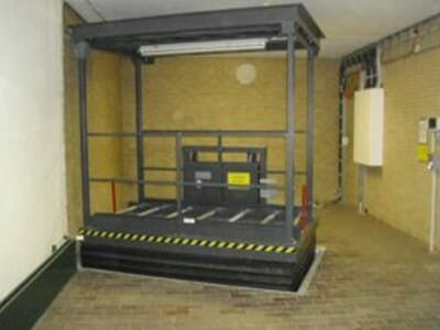 Underfloor lifting table
