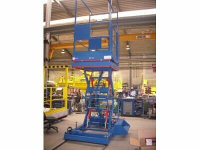 Movable lifting platforms in blue