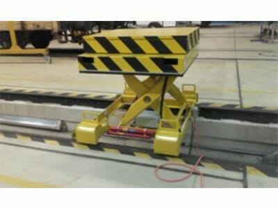 Lifting table for driving motor exchange