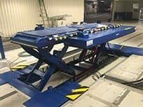 Photo Vehicle lifting platform in blue