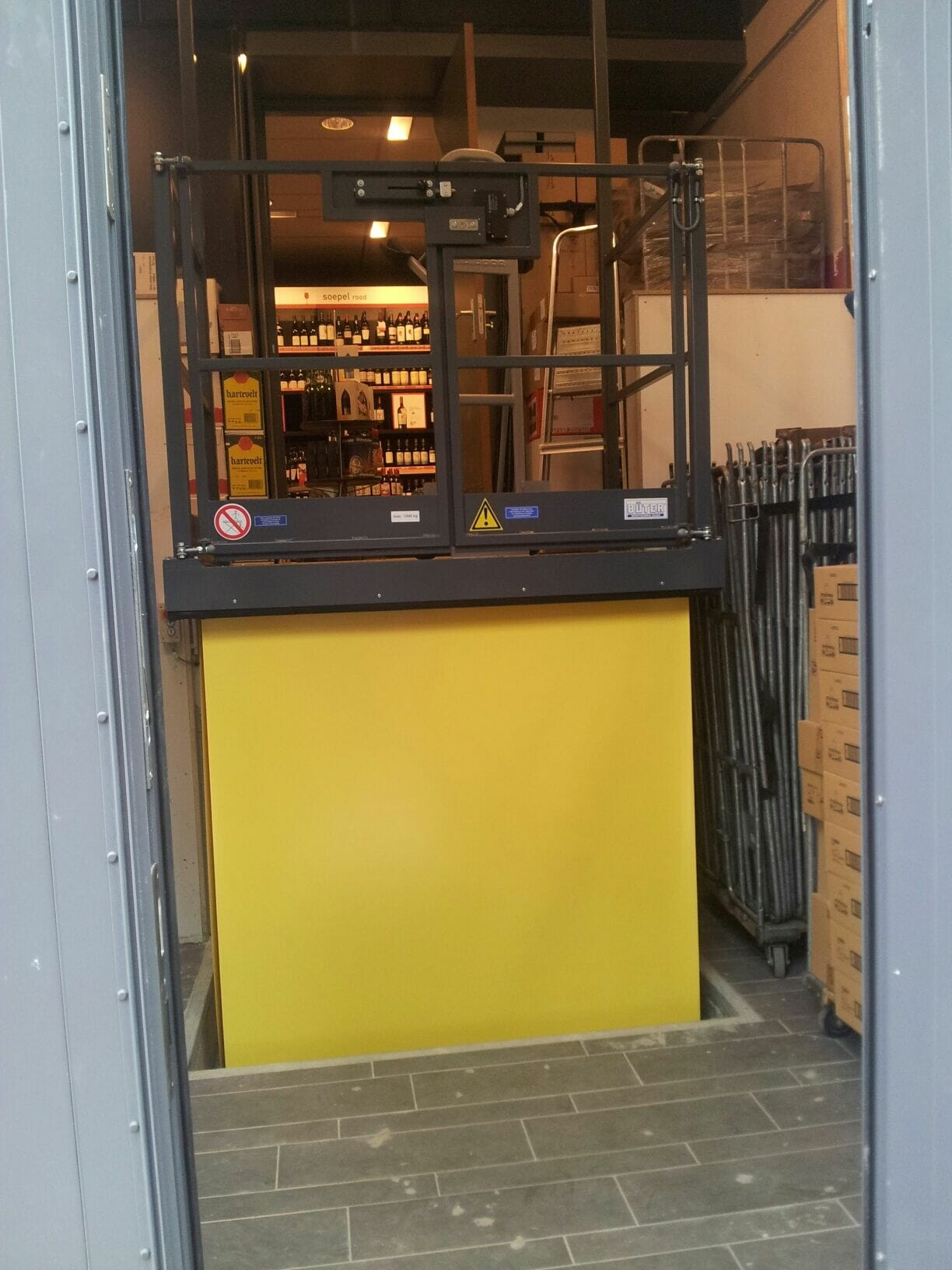Figure Cargo lift in yellow