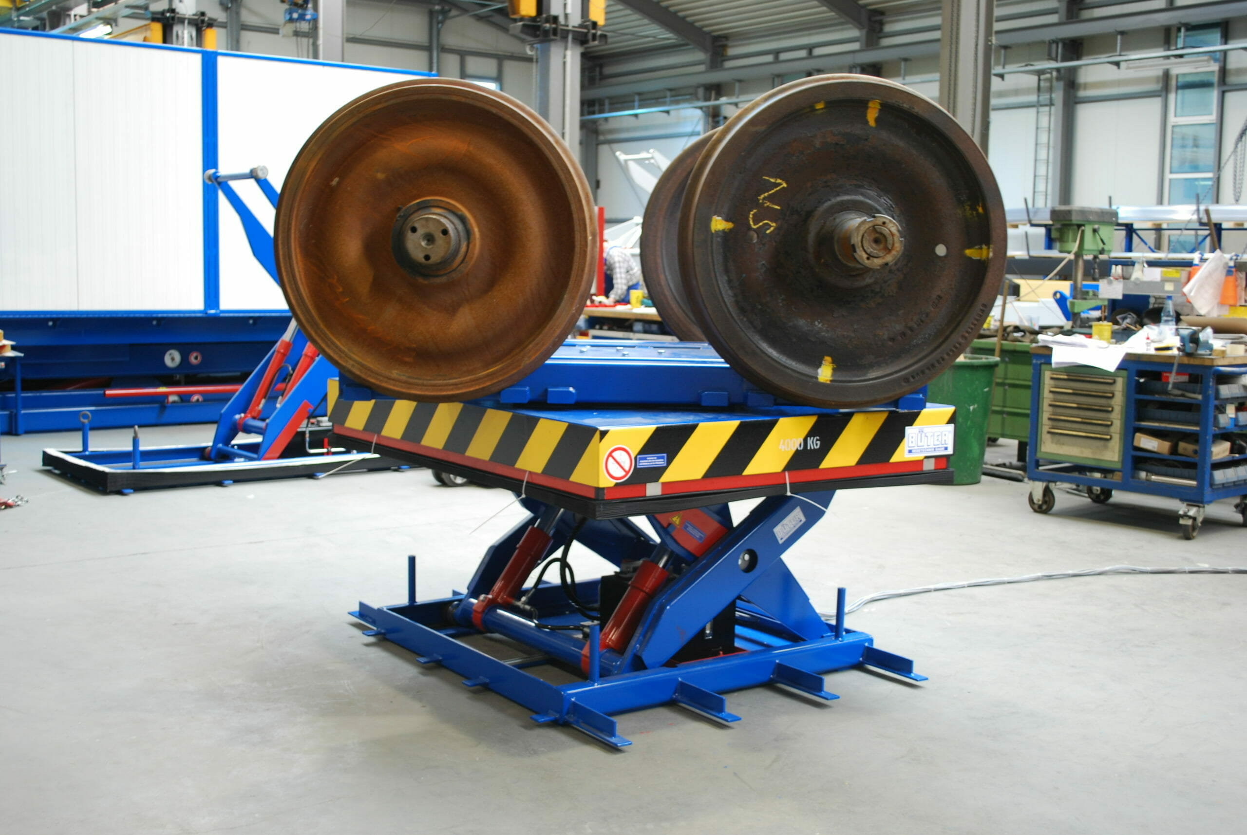 Figure Hydraulic hub rotary table with cargo