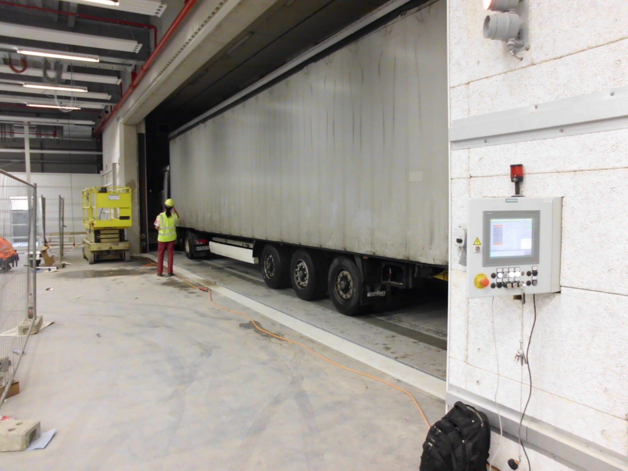 Figure Truck lifter retracted