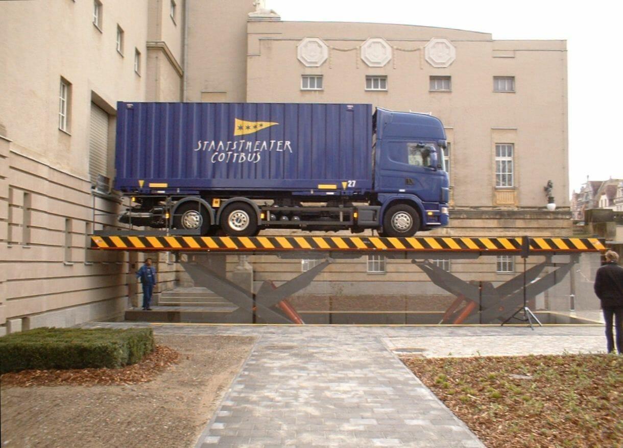 Figure Truck lifter in use
