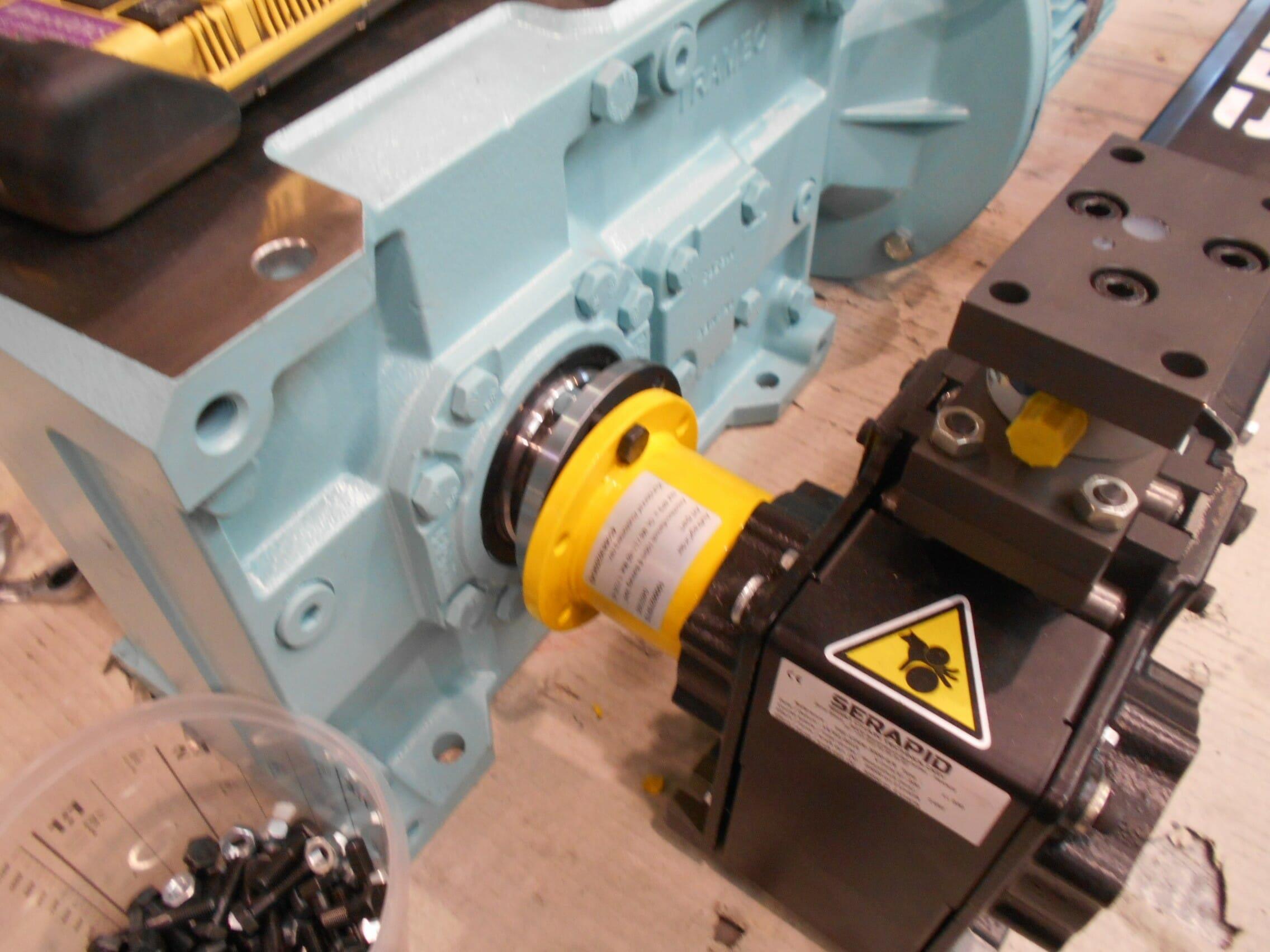 Abbildung mechanisch angetriebener Hubtisch Schubkettenantrieb