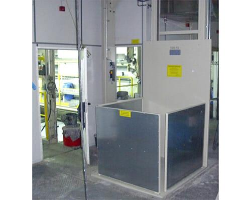 Figuur verticale transportband in bruin